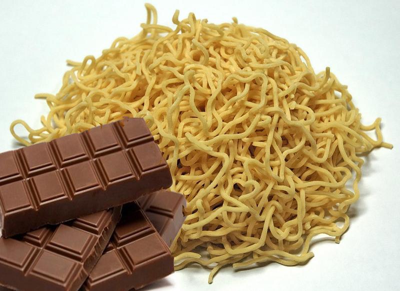 Ngeri, Ini Dia 8 Efek Bahaya Makan Mie dan Coklat